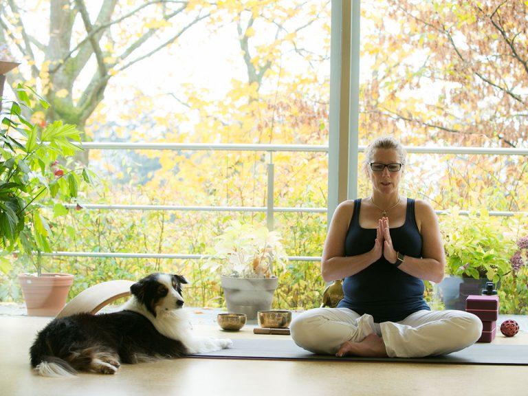 Joy und Anja - Yoga mildert Burnout