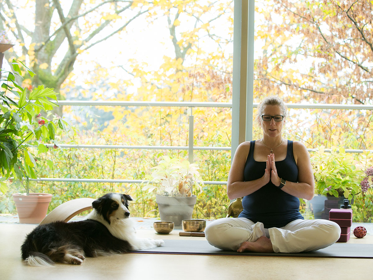 You are currently viewing Wie kann Yoga bei Burnout helfen?