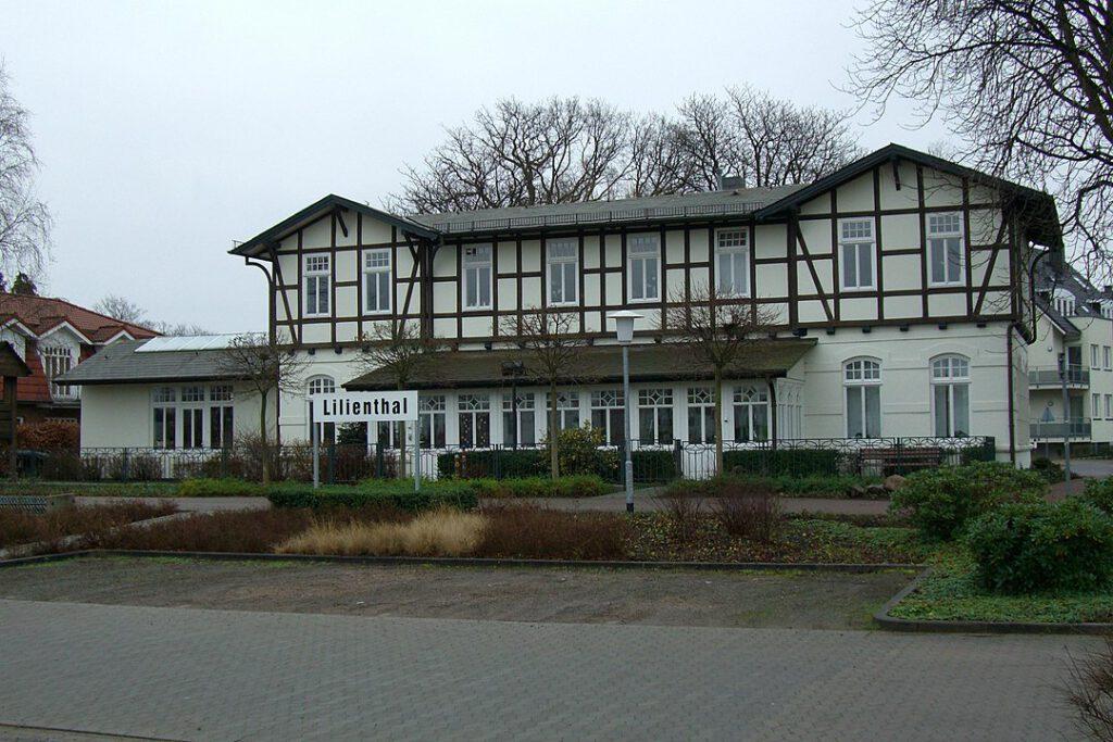ehemaliger Bahnhof Lilienthal der ehemaligen Kleinbahn Bremen-Tarmstedt, genannt Jan Reiners, Ansicht von Süden. Standort: Lilienthal/Niedersachsen (Foto: bukk)